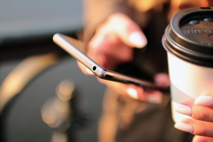 coffee-hands-mobile-phone-royalty-free-images-technews.fr