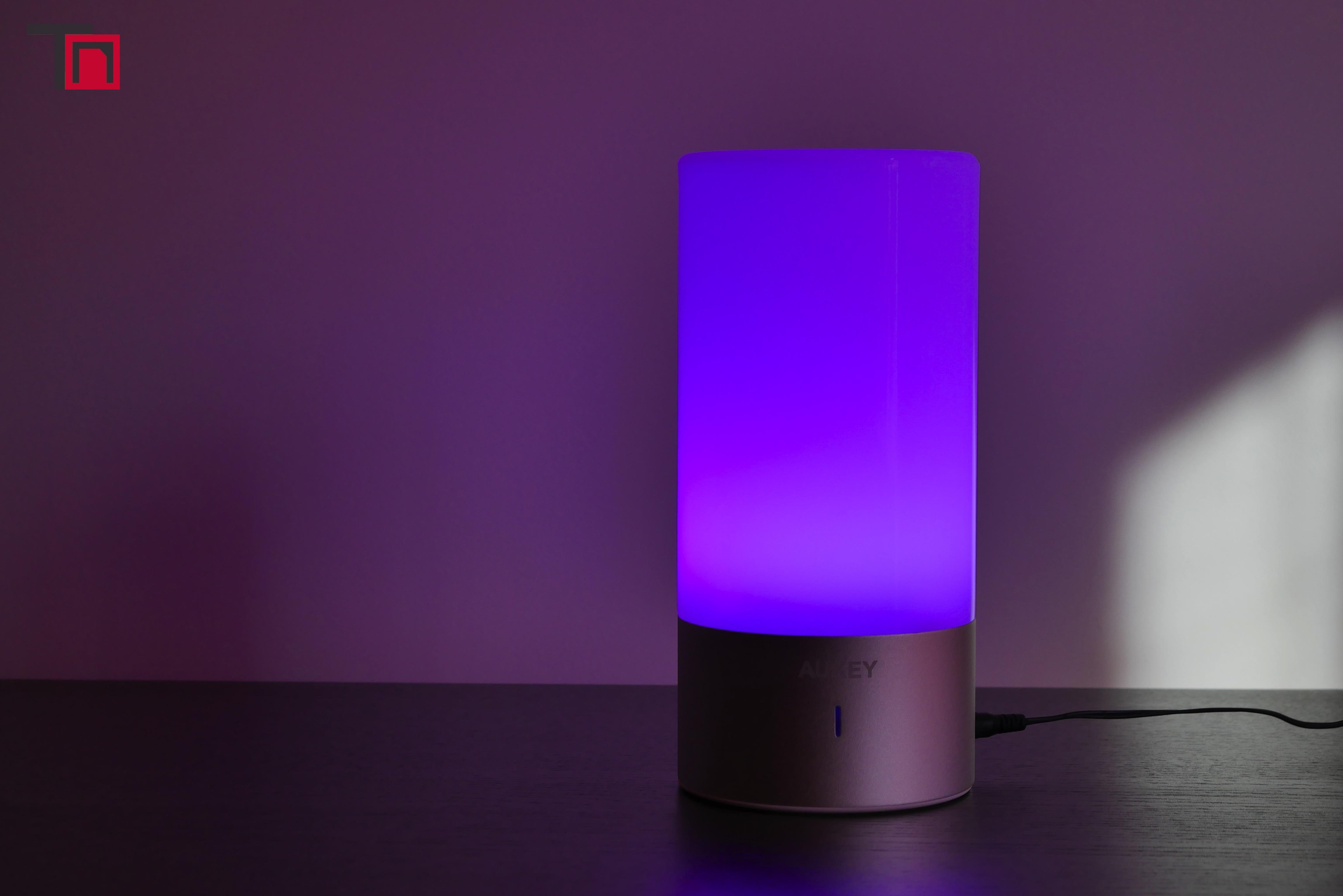 lampe de chevet tactile sensitive aukey un bel objet. Black Bedroom Furniture Sets. Home Design Ideas